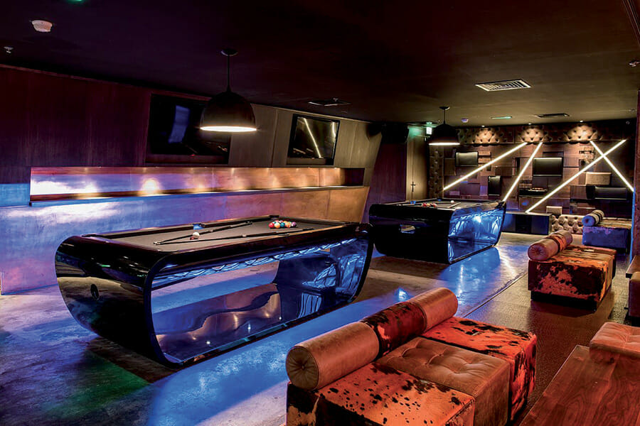 Success of Blacklight pool table - Toulet