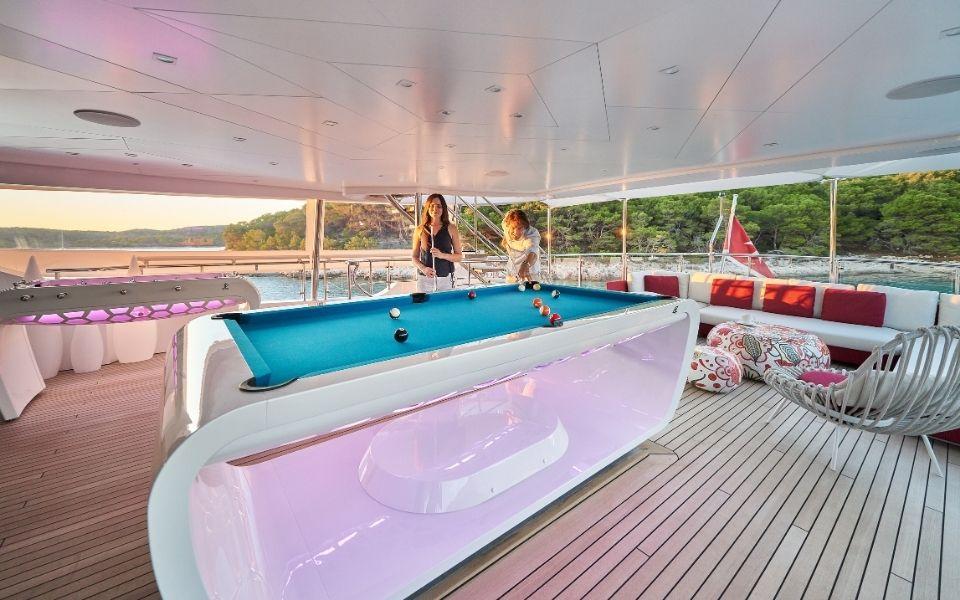 Pool table on yacht luxury - Billards Toulet